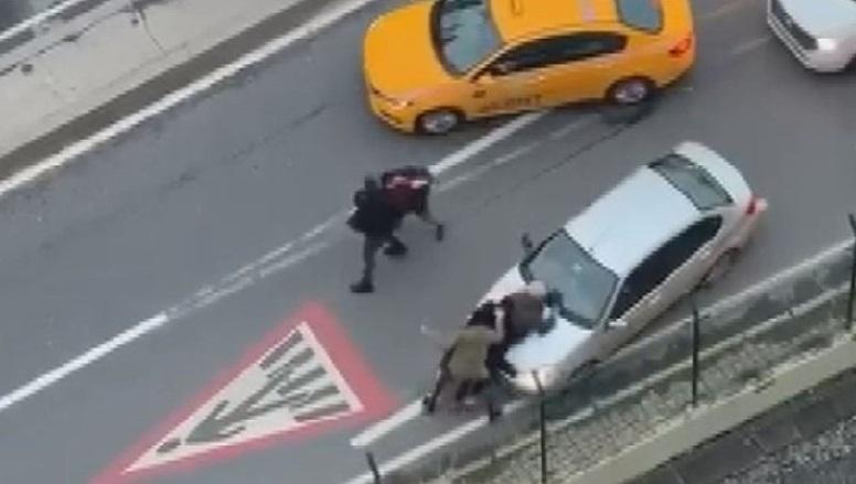 İstanbul Trafiğinde Yumruk Yumruğa Kavga