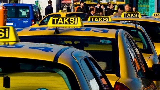 Taksisine binen kadına tecavüz etti...
