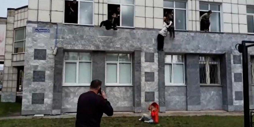 Üniversiteye Silahlı Saldırı Yapıldı! Öğrenciler Canlarını Kurtarmak İçin Camdan Atladı!