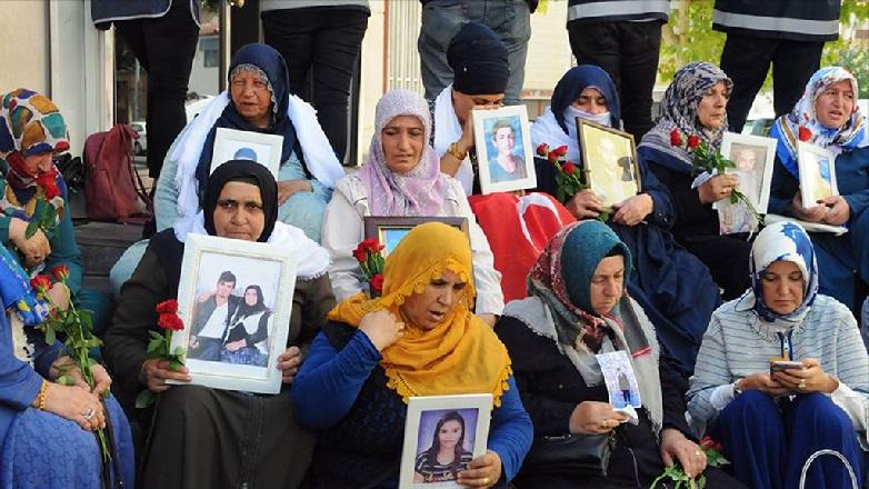 HDP'den Diyarbakır Annelerine Çirkin Saldırı