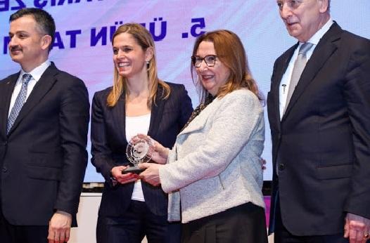İzmir'de Başarılı Sanayi Kuruluşları Töreni Gerçekleşti