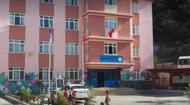 Son Dakika! Mersin'de Yatılı Okulda Öğrenciler Zehirlendi