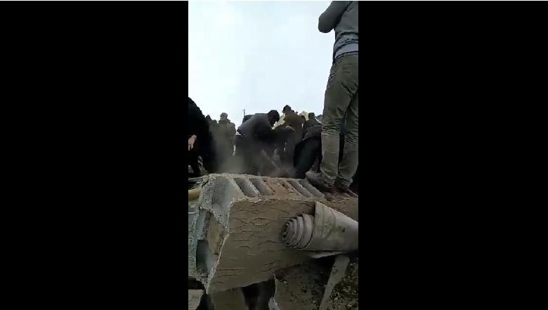 İlk Videolar Geliyor! Van-İran Depreminde Yıkılan Binalar Var!