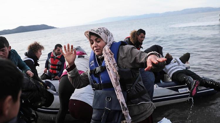 Suriyeli Göçmenler Yunanistan'a Ulaştı! İlk Görüntüler Geldi