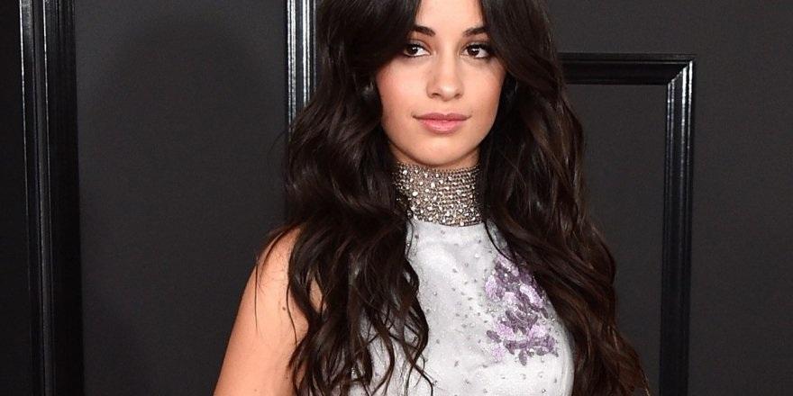 Ünlü Şarkıcı Camila Cabello çıplak fotoğrafını paylaştı