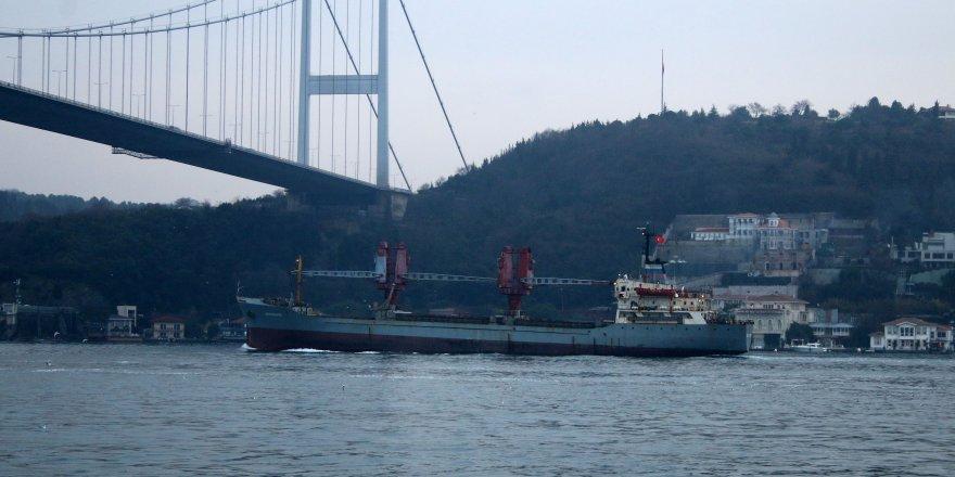 Rusya gemileri boğazdan geçmeye devam ediyor
