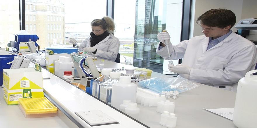 İsviçreli Bilim Adamları Laboratuvarda Koronavirüsü Yeniden Üretti