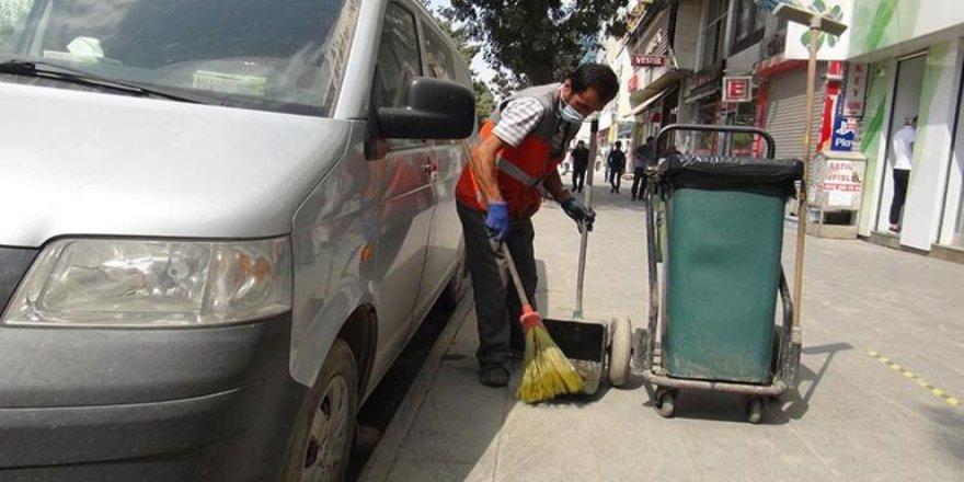Özveriyle Çalışan Temizlik işçisi Gönüllere Taht Kurdu