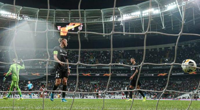 Beşiktaş İntihar Etti