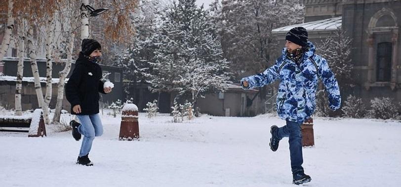 Ankara'da Yoğun Kar Etkisini Artırıyor