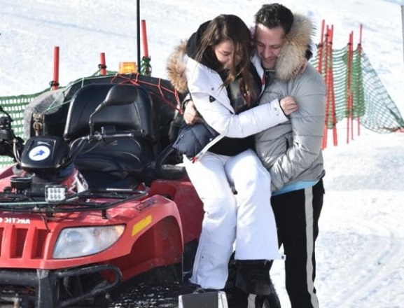 Merve Özbey'in Kırık Ayağı Kar Tatilini Yapmasına Engel Olmadı