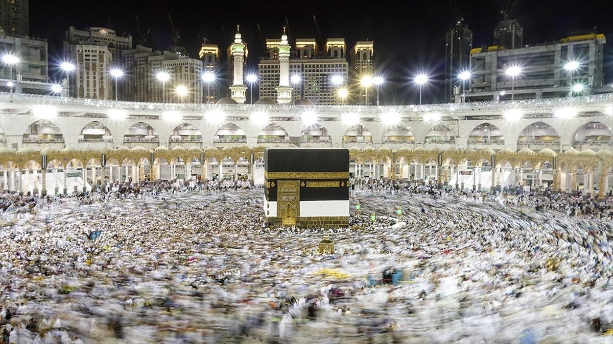 Yüz binlerce Hacı Adayları Kutsal Topraklarda