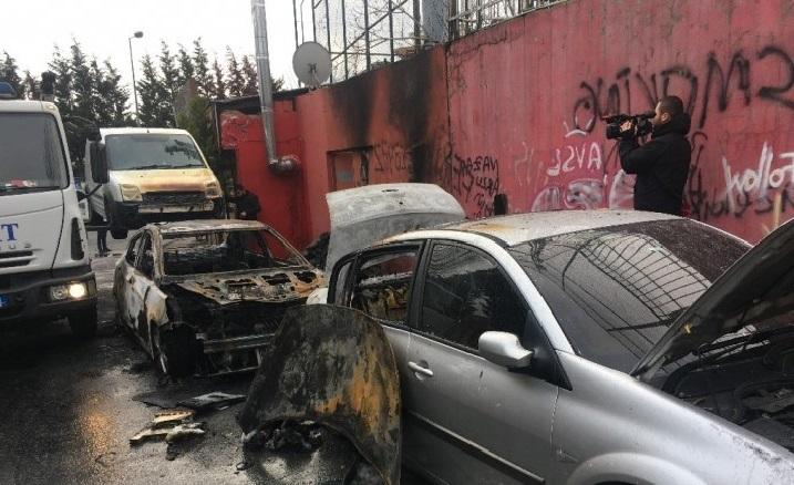 İstanbul'da Araçları Yakan Kişiler Aranıyor
